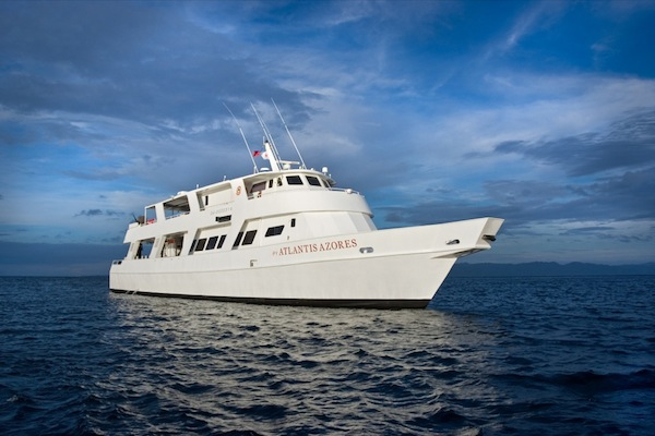 Atlantis Azores liveabaord offers wrekc diving at Coron