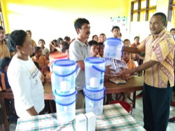 Kopernik distributes water filters